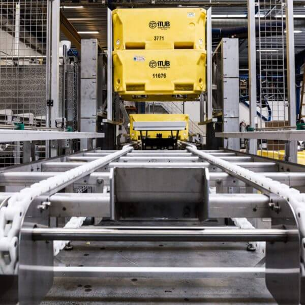 SEMI-STAAL Washer Tub/Tote Machine cleaning a container